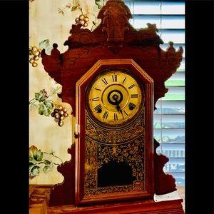 Antique oak small mantle clock W/key